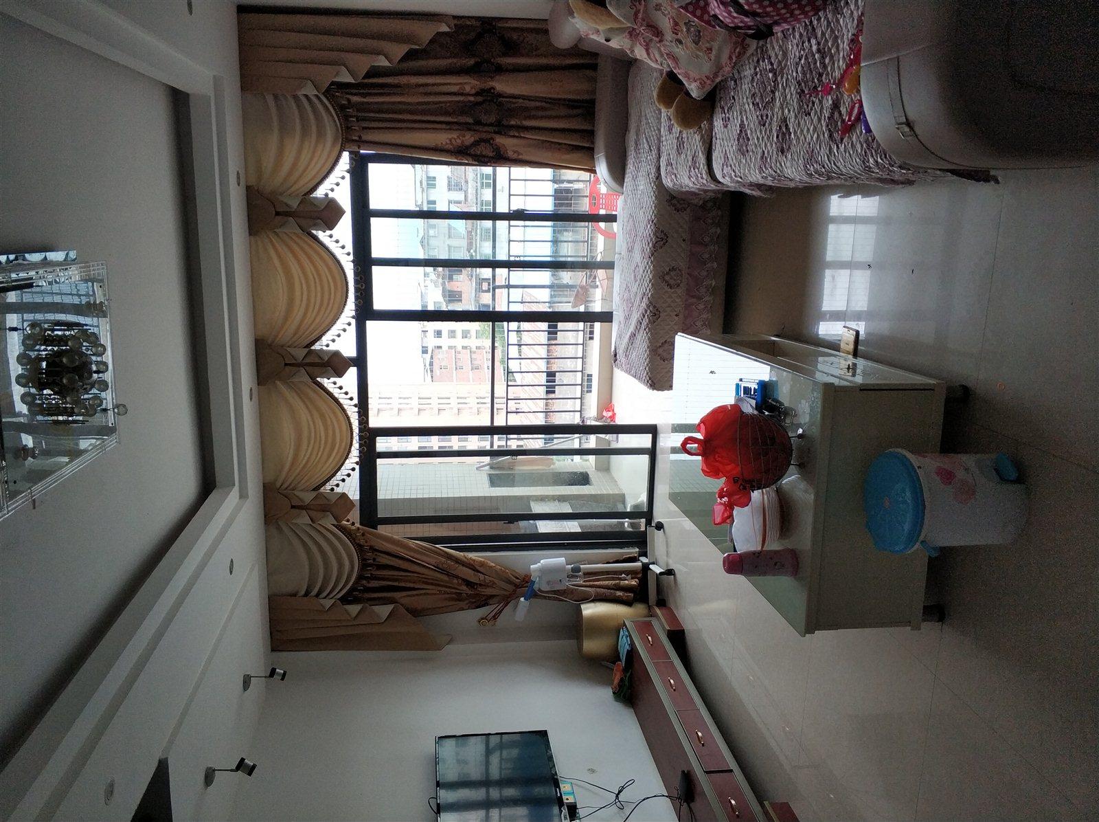 锦绣花园5室 2厅 2卫65万元