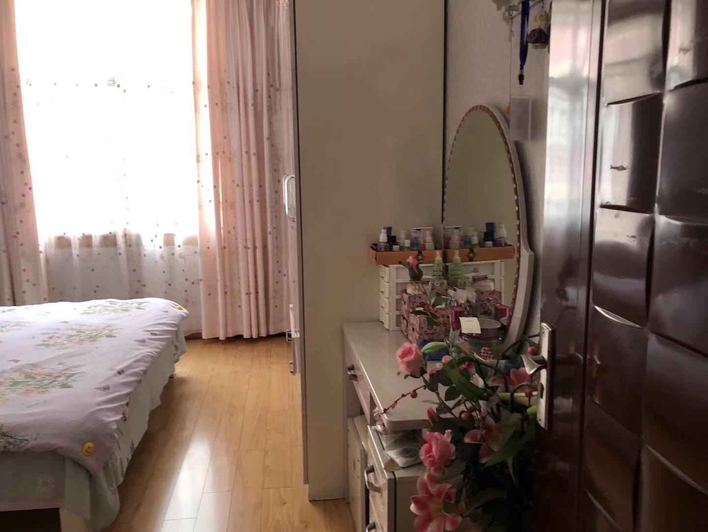 景秀公寓小区3室 2厅 1卫46万元