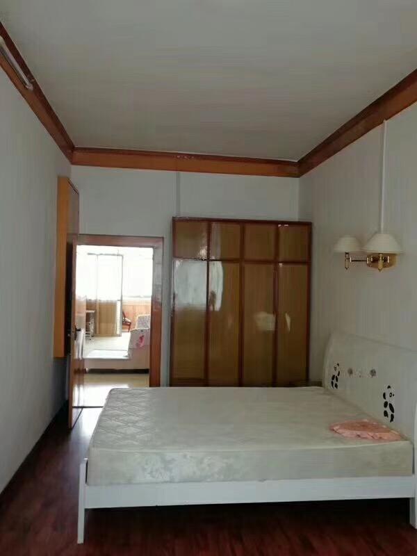 政府宿舍3室 2厅 1卫35万元