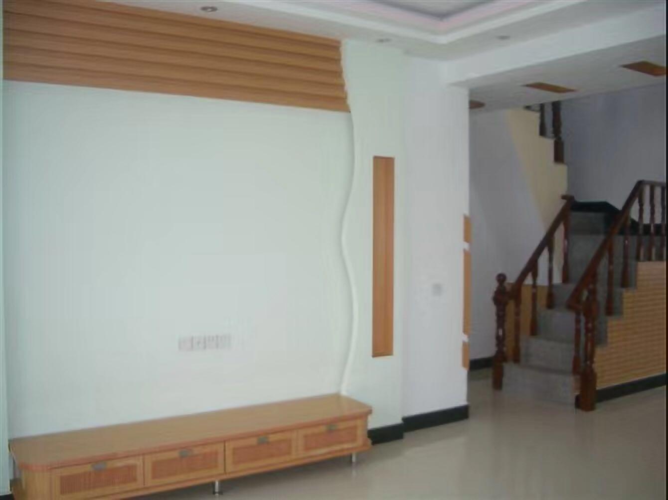荷香苑4室 2厅 2卫135万元