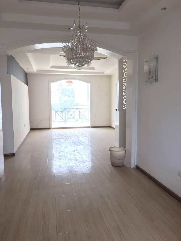 翰林院3室 2厅 2卫42万元