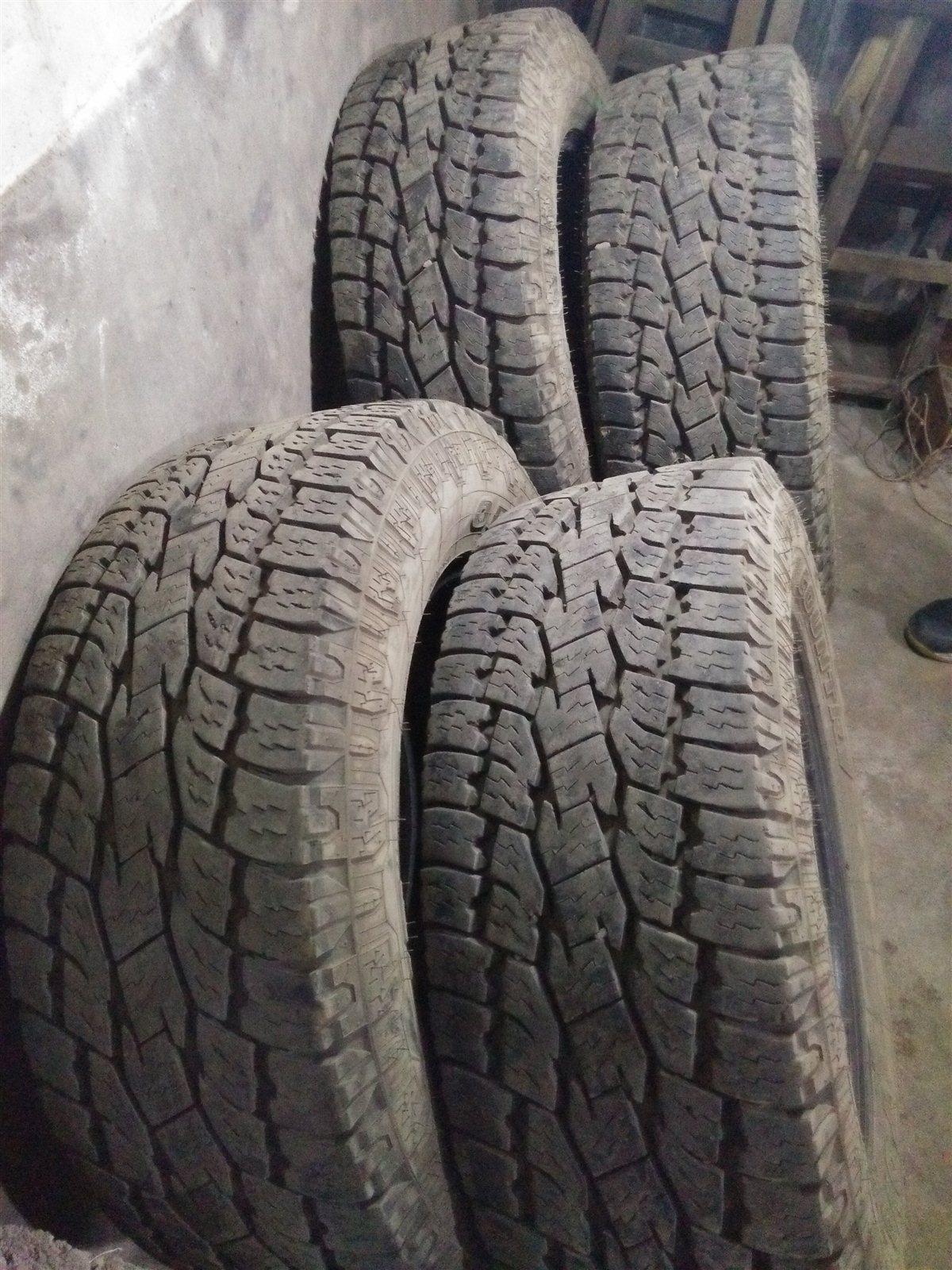 本人因车卖了,还有四条九五层以上新胎出售。形号是265/65/17的绝对正品胎。假一赔十质量保证适合