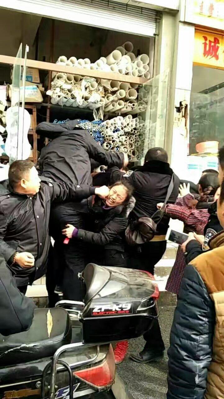 遂宁城管暴力执法
