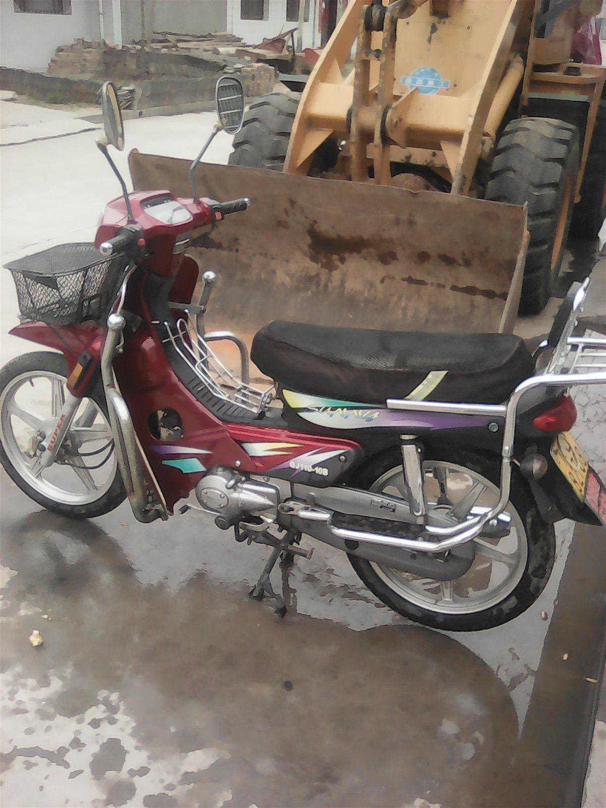 出售钱江红色弯梁摩托车