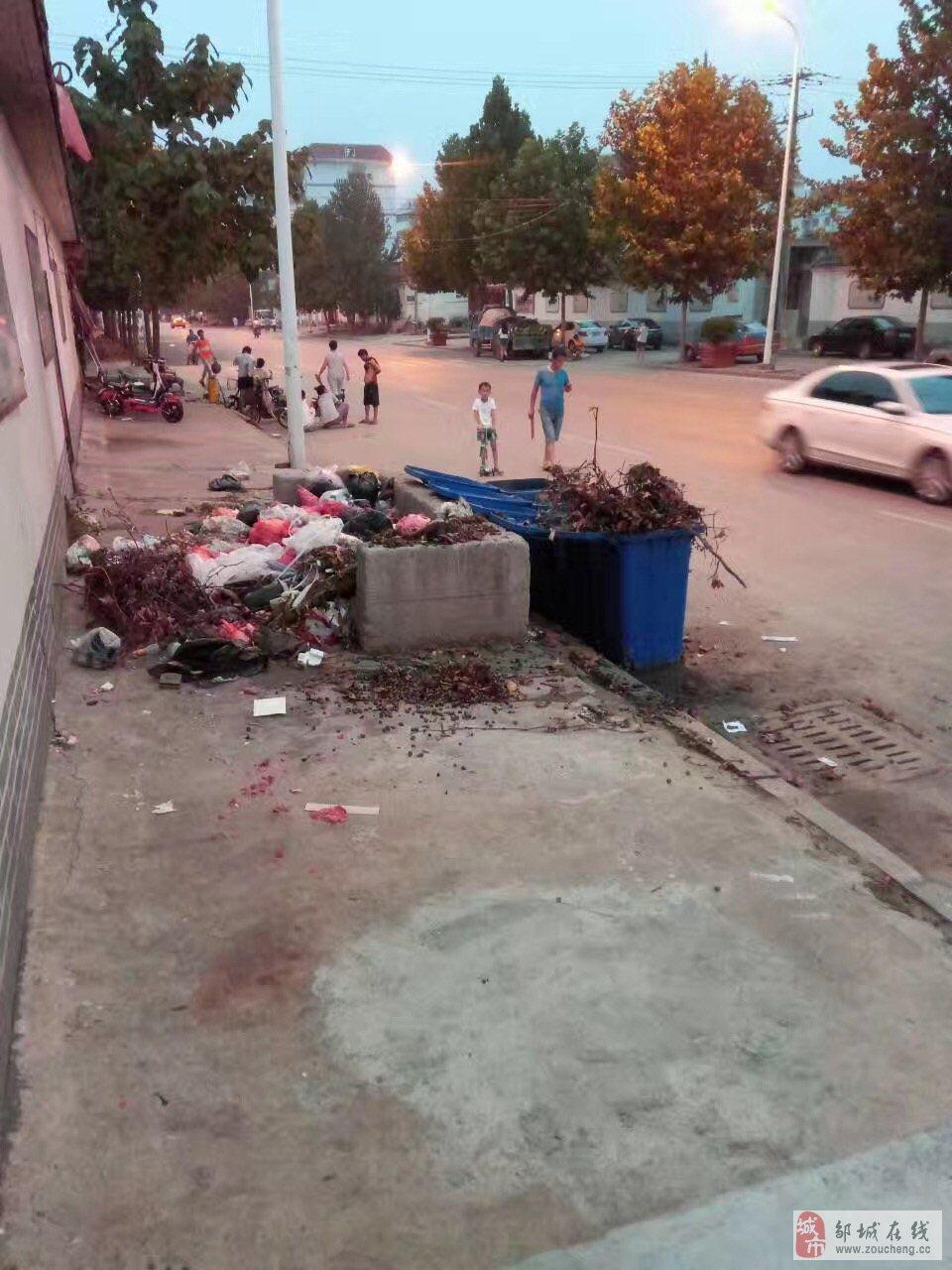后庙择邻路后庙小区门口的垃圾箱望有关部门处理下
