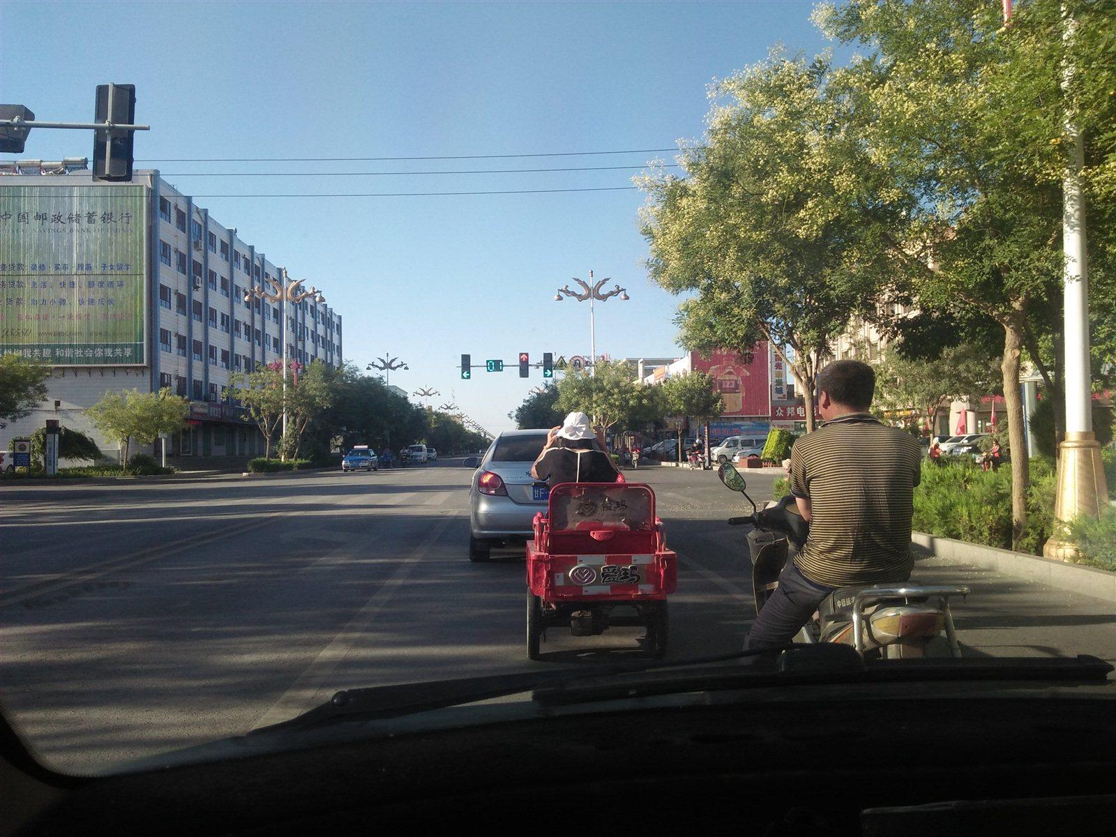 请把电动车驶到非机动车道