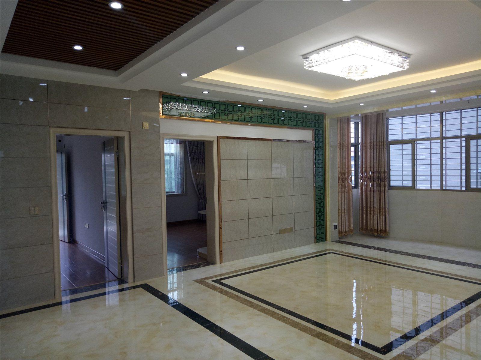 新区步行街4室2厅2卫58.8万元