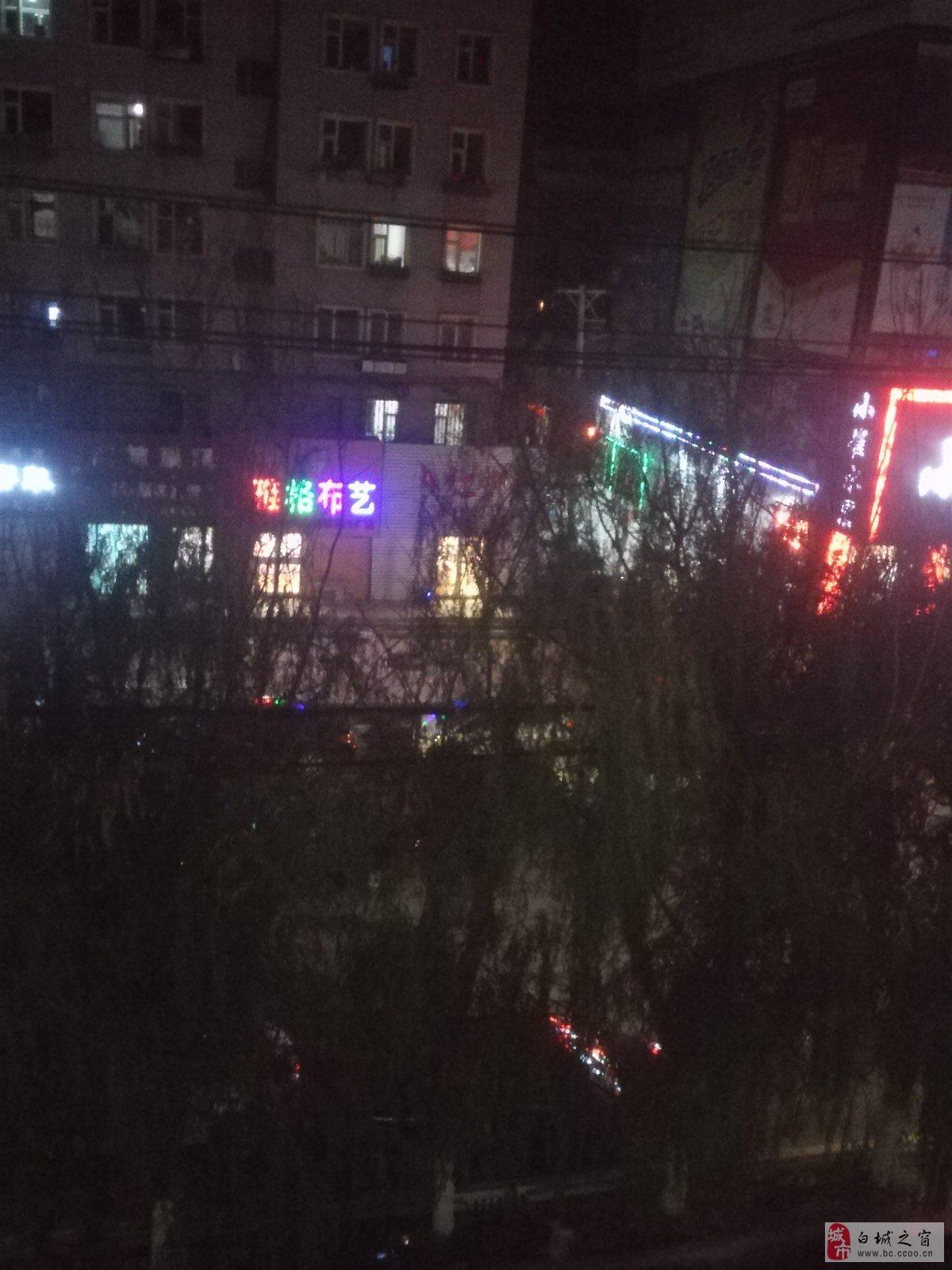 求助:洮安东路小崔水果超市旁边的红柳服饰放音乐严重扰民!