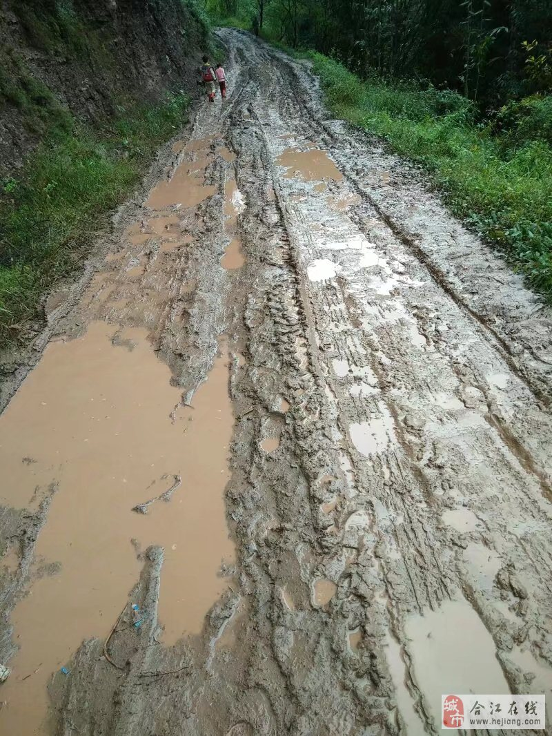 一条合江自怀镇方圆村的公路修了十多年了……