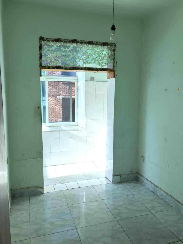铁路三区2室1厅1卫6.4万元