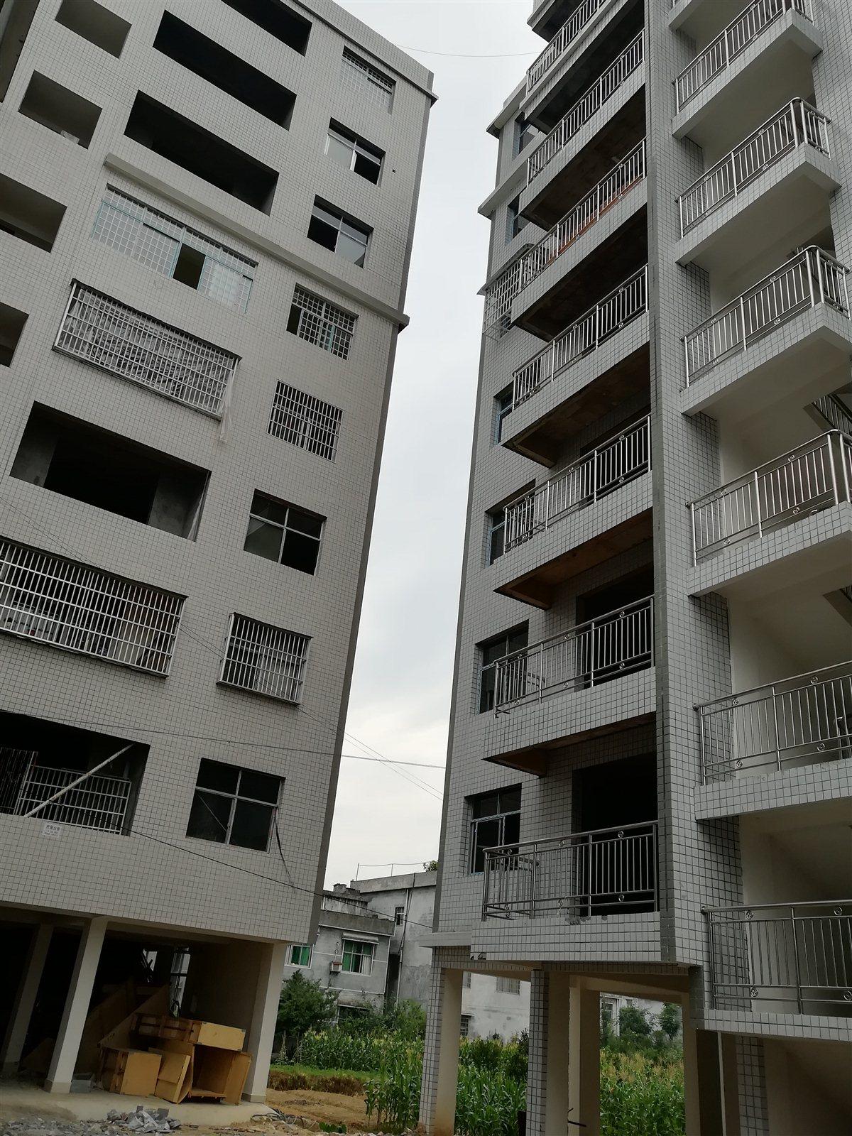 黔龙国际家居建材城3室2厅2卫20万元