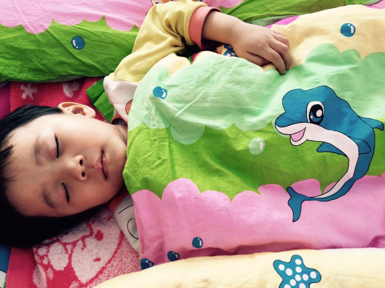 在当下幼儿园生活中,午睡逐渐成了幼儿最讨厌的环节之一,对于不能入睡