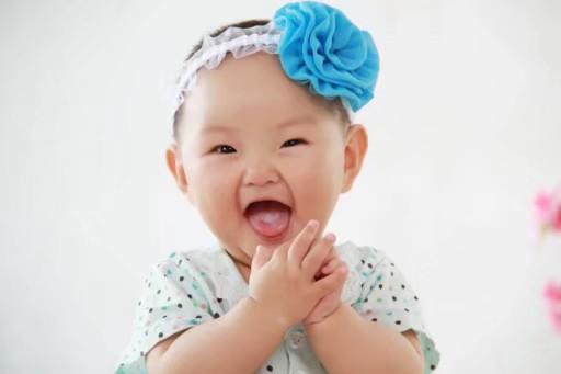 弹幕 投票 宝宝姓名:子琪 宝宝年龄:1 宝宝介绍:孩子活泼可爱 家庭