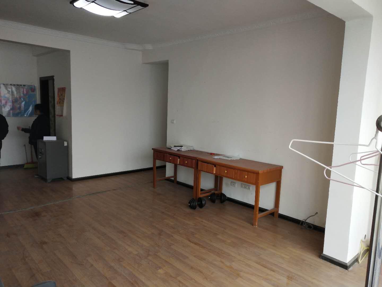 金惠大厦4室 1厅 2卫58万元