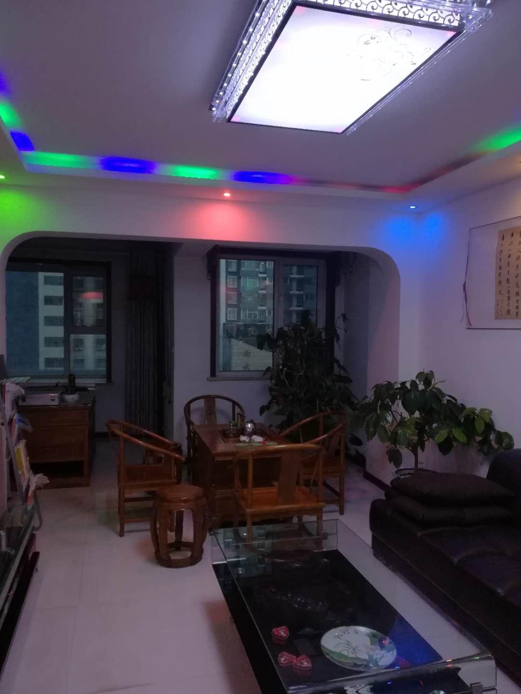 龙凤新城3室 2厅 2卫70万元