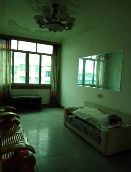 九龙大街3室 2厅 2卫35万元