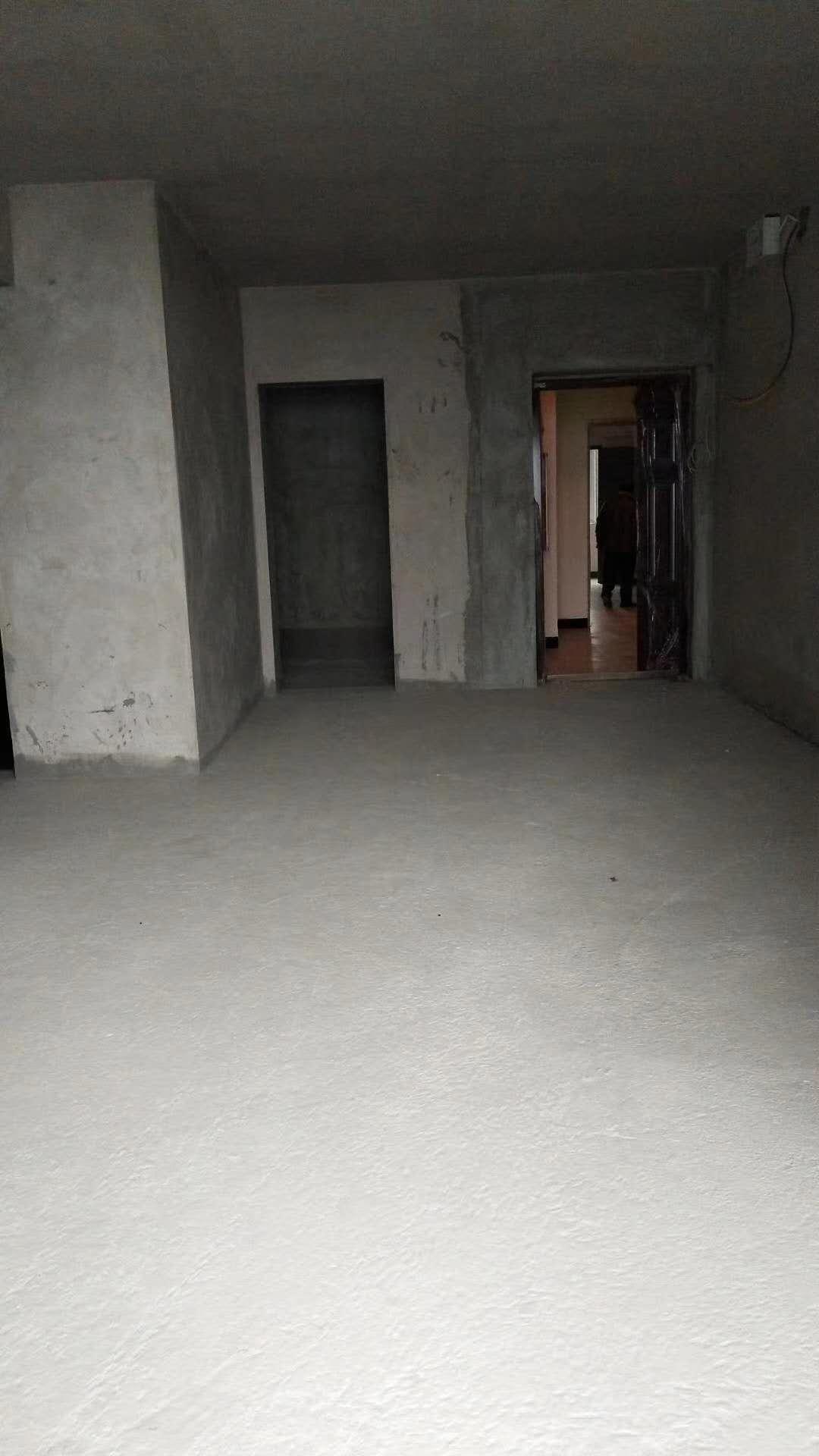 南大街转盘3室 2厅 2卫47万元