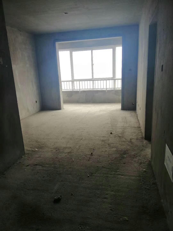 教育小区高层4室 2厅 2卫72万元