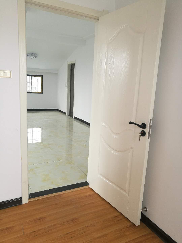 江汉路小学附近2室 2厅 1卫全新精装15.8万元
