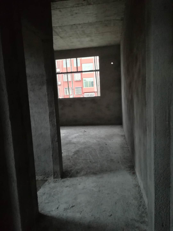 名门首府3室 2厅 1卫73万元