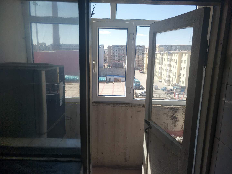 南市场小区1室 1厅 1卫9.5万元
