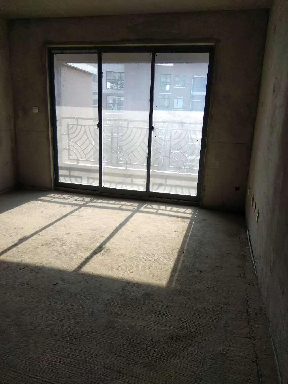绿地骊山花城3室 2厅 2卫166万元
