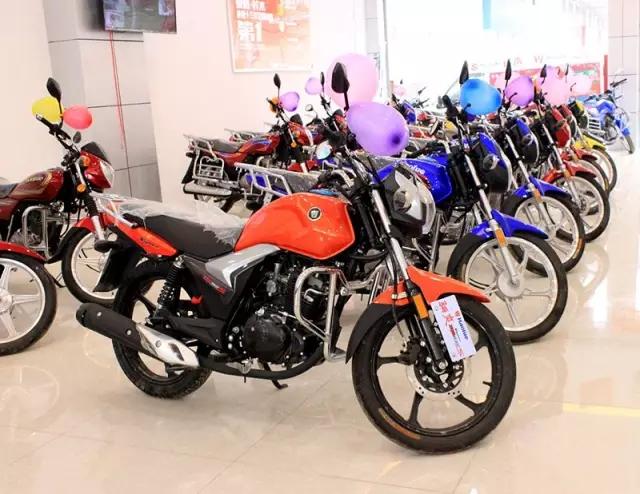 豪爵铃木摩托车